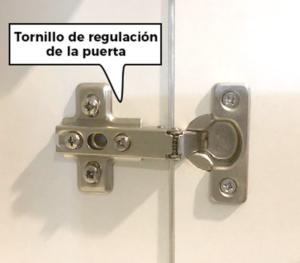 regular la bisagra de las puertas